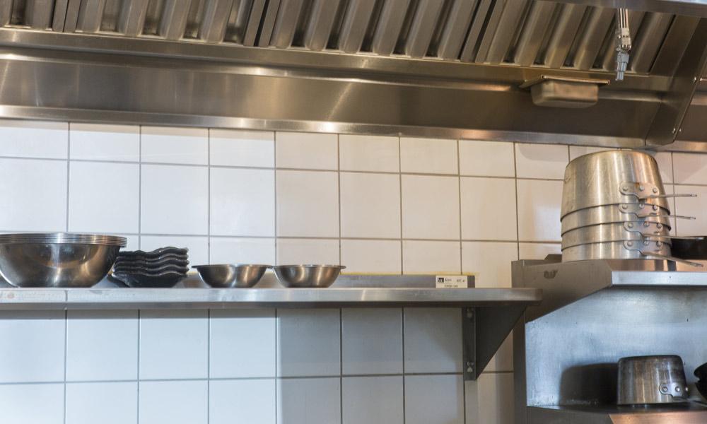 Mosa Global hard wearing white wall tiles & Upton 43 u2013 Modern Midwest Restaurant Design u2013 Rubble Tile