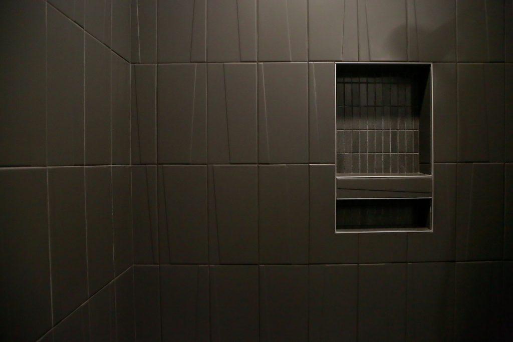 modern-porcelain-shower-tile